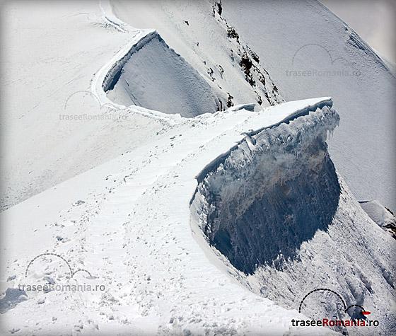 Ruperea corniselor - pericole in munti